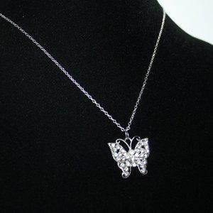 Beautiful Nwot rhinestone butterfly necklace